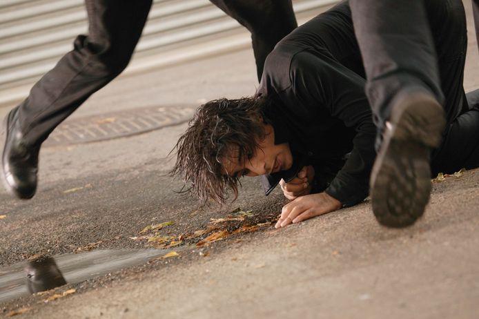 De Spijkenisser beukte met zijn knie tegen het slachtoffer, dat op de grond lag. Foto ter illustratie.