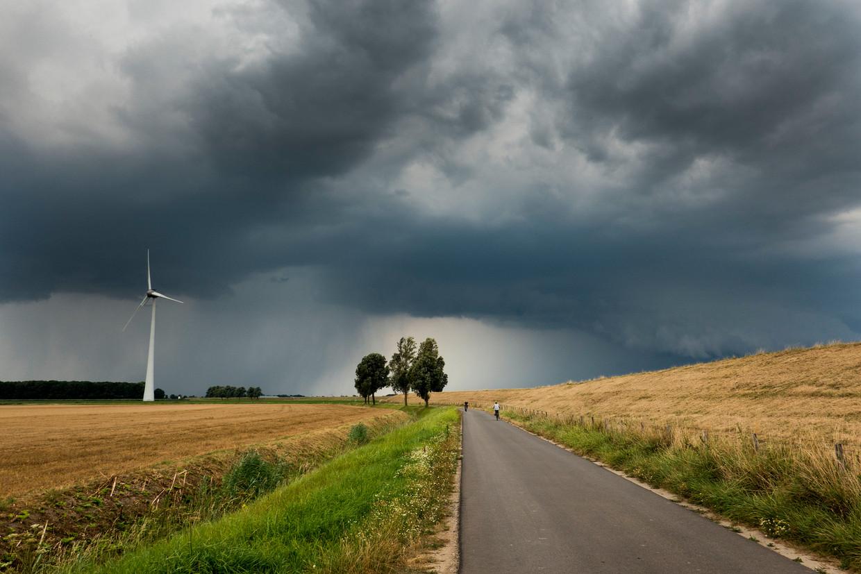 Donkere lucht boven de hoekschewaard Zuid-Holland.