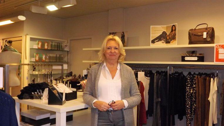 Greet Claes in haar kledingwinkel.