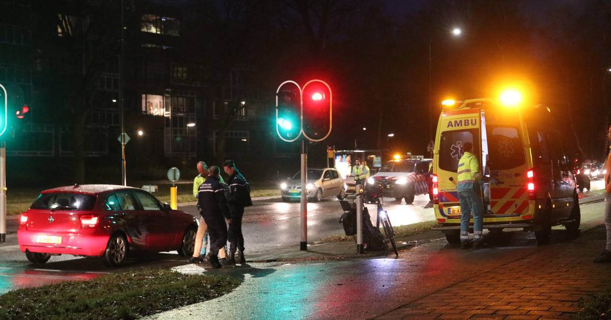 Fietster gewond na aanrijding in Apeldoorn.