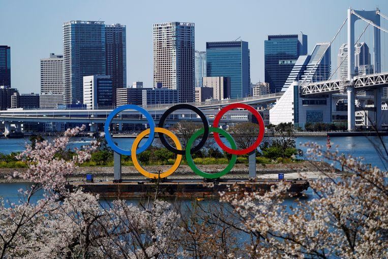 Olympische ringen in Tokio.  Herman Ram, voorzitter van de Nederlandse dopingautoriteit, is blij dat de Spelen zijn uitgesteld volgend jaar zomer. Beeld Reuters