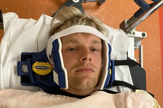 Enzo Knol na zijn sprong van de duikplank in zwembad De Vrolijkheid in Zwolle