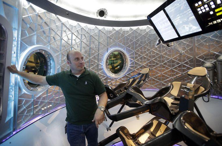 Programmaleider Garrett Reisman in de SpaceX Dragon V2. Beeld AP