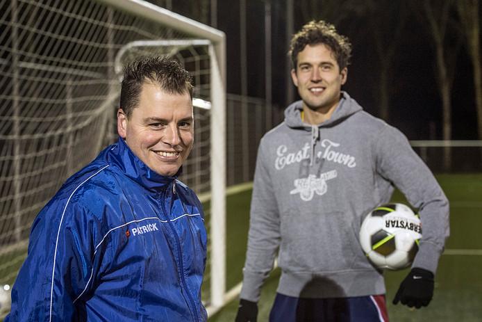 Tijs van bragt (links) en speler Jurgen van Dijk van Irene '58 uit Den Hout.