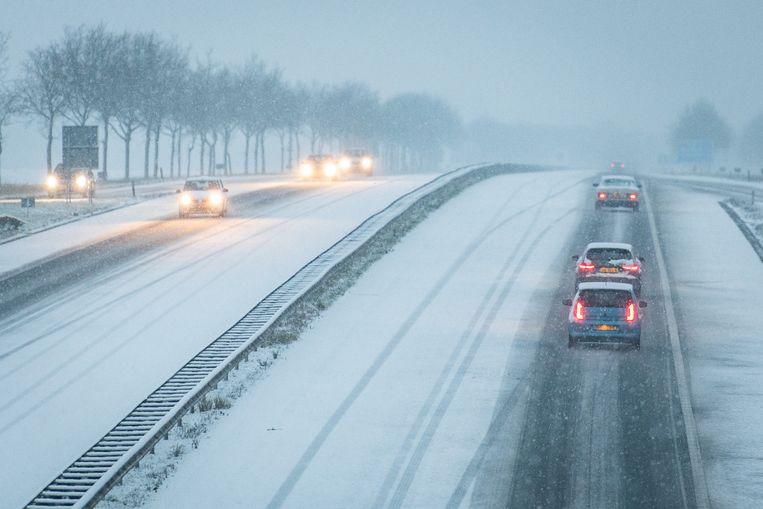 Zondagochtend 17 januari waren de wegen in Noord-Nederland glad door de sneeuw. Beeld Venema Media