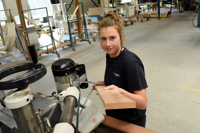 Priscilla van Kooten uit Nieuwerbrug is uitgeroepen tot veiligheidsheld. Ze is een voorbeeld voor anderen op het gebied van veilig werken, vindt het ministerie van Sociale Zaken.