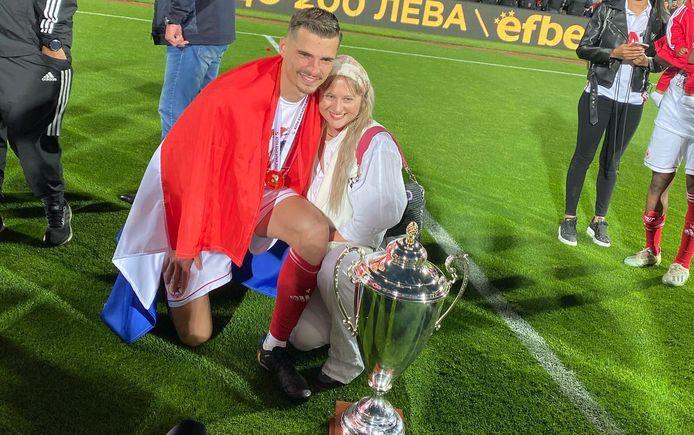 Menno Koch en zijn vriendin Annebelle Pieters na de bekerwinst met CSKA Sofia.