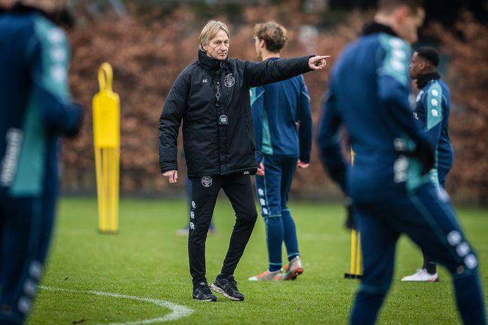 Adrie Koster staat zestiende in de eredivisie met Willem II. Op die plek stond de club ook toen Koster er in 1990 als hoofdcoach begon.