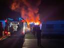 De metershoge vlammen teisterden camping Metsu in Bredene. Een 70-jarige vrouw raakte zwaargewond.