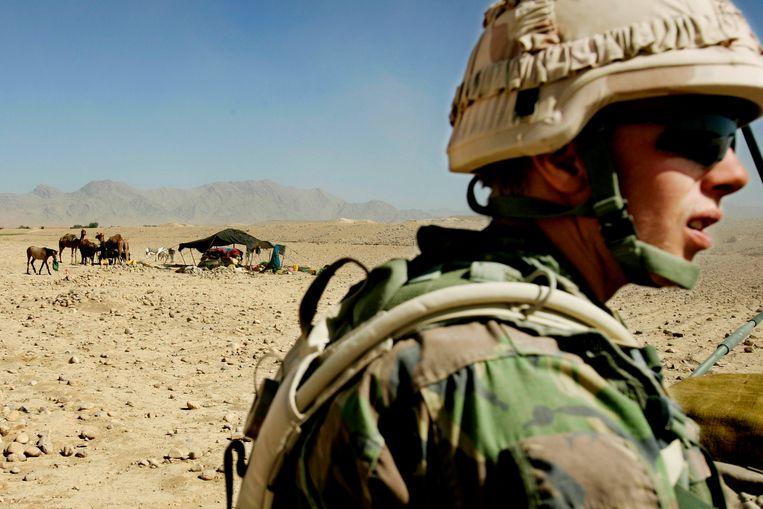 Nederlandse militairen op patrouille. Beeld ANP