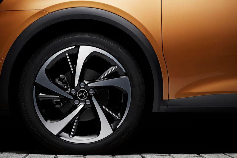 Zoals veel fabrikanten graag doen heeft DS onder de DS 7 joekels van wielen gezet. Voelt uw auto nog groter – of u nog kleiner. Beeld