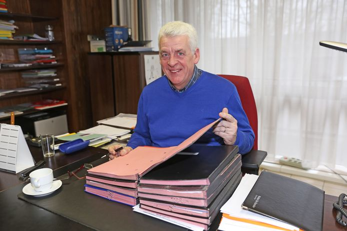 AFFLIGEM: Walter De Donder in zijn burgemeesterskabinet in Affligem.
