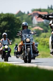 Grote brand Sneek: 40 exclusieve Harley-Davidsons geëvacueerd