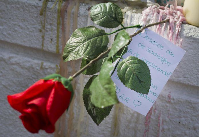 Een roos voor de slachtoffers van de schietpartij in winkelcentrum De Ridderhof.