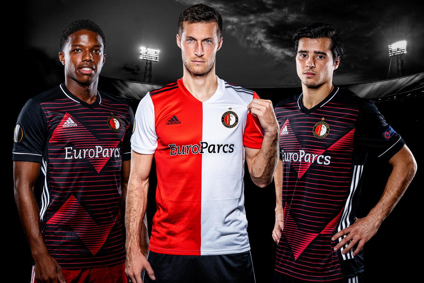 Tyrell Malacia, Uros Spajic en João Teixeira in het nieuwe Europese shirt.