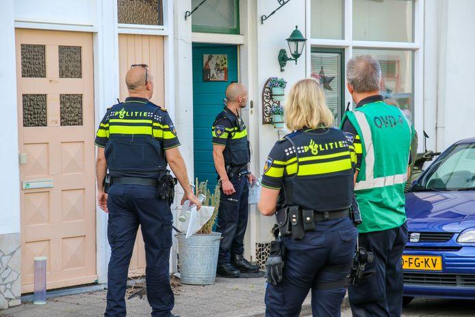 De politie in actie vlak na de steekpartij op 9 september .