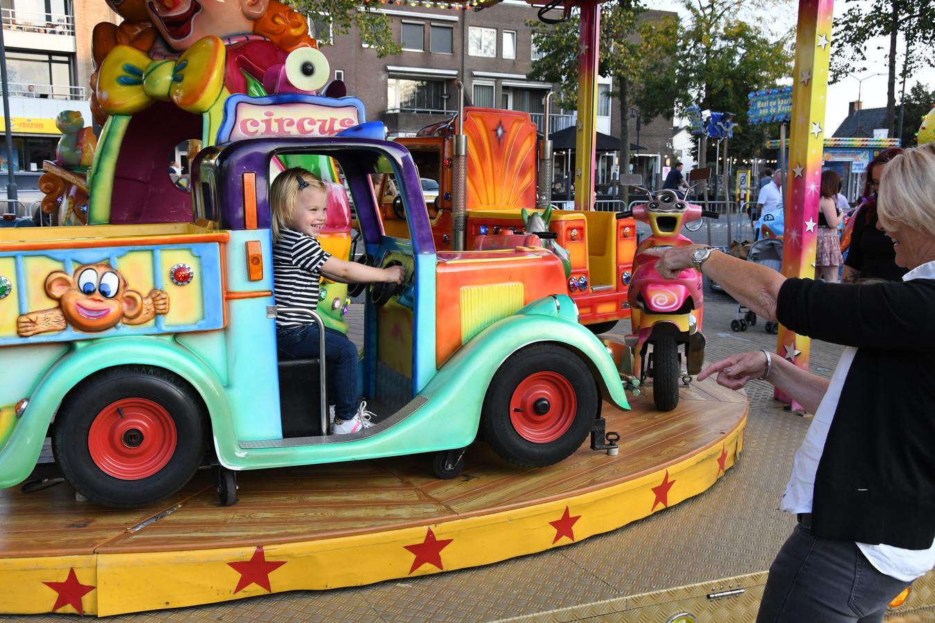 De mini-carrousel op de kinderkermis van Berlicum.