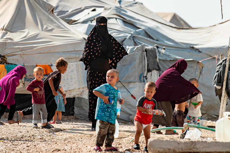 Vrouwen en kinderen in het Koerdische gevangenenkamp Al-Hol in Syrië.