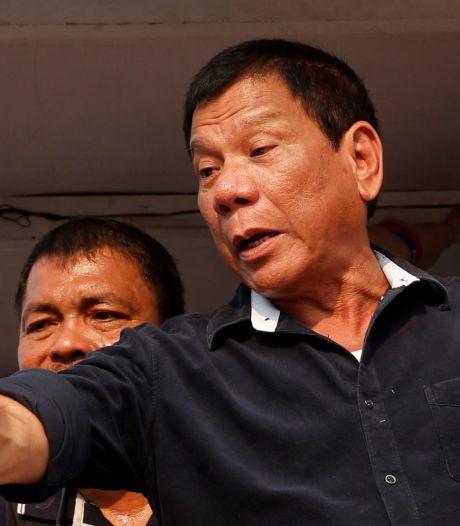 President Filipijnen dreigt vaccinweigeraars: 'Ik steek die naald zelf in je kont!'