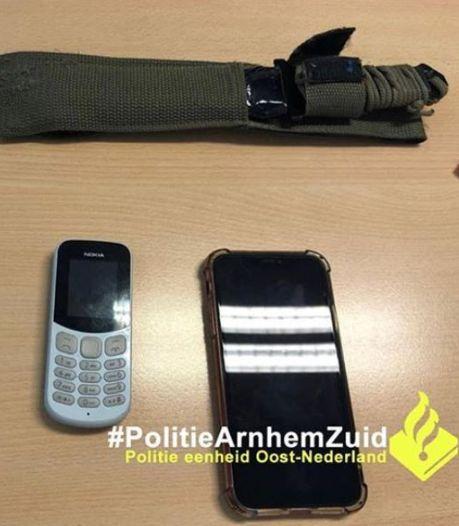 Jonge drugdealer op heterdaad betrapt en aangehouden in Arnhem
