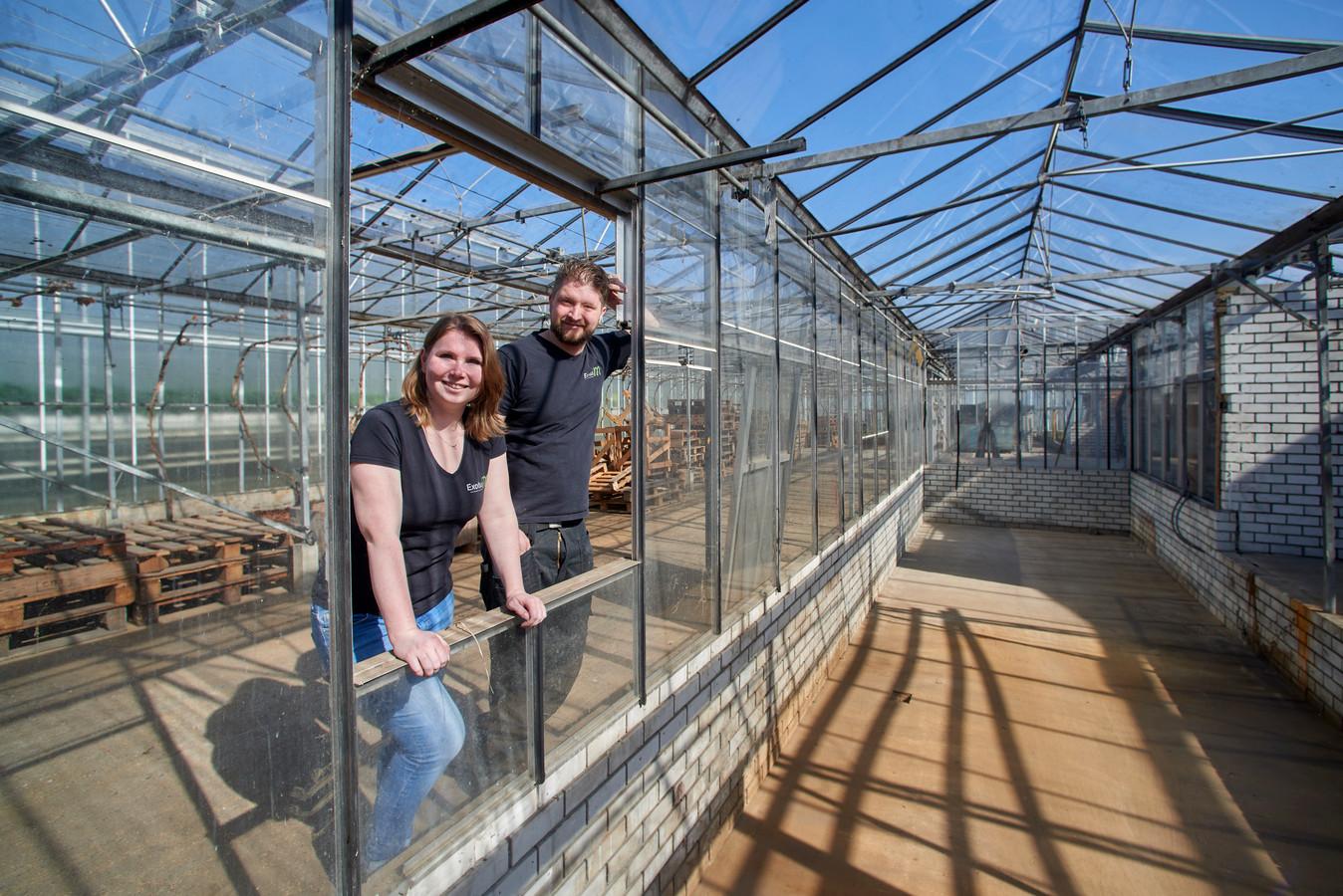 Tim van Oostrum en zijn vriendin Eva beginnen een educatiecentrum exotische dieren aan de Groothees in Erp. Rechts de plek waar ze het bassin voor de kaaimannen willen maken.