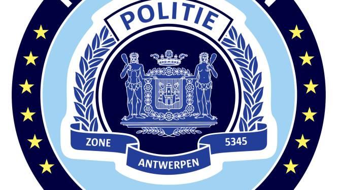 Wilt u een trui of babyslab met logo van de Antwerpse politie?
