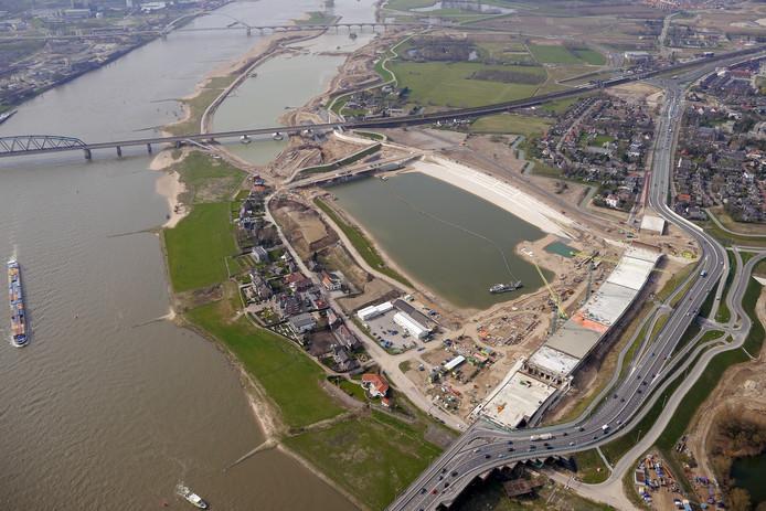 De nevengeul en het rivierpark langs de Waal bij Lent.