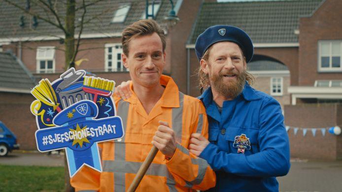 Sjefke Vaeren met een Sjefke 'schone straat'. Het is een fragment uit de nieuwe reclamefilm van Bavaria.