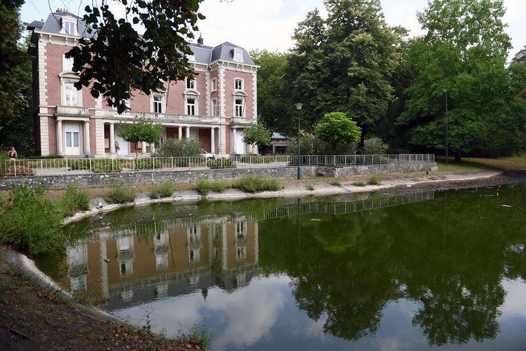 Het deelgemeentehuis van Kessel-Lo ligt in een park en zou ideaal zijn voor de nieuwe middelbare school 'De MET'.