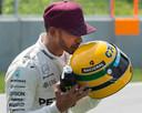 Lewis Hamilton kwam tijdens de GP van Canada in 2017 op gelijke hoogte met Ayrton Senna qua aantal pole positions. Hij kreeg van de familie toen de helm van Senna