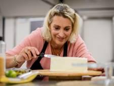 Tv-bakker Robèrt durft de winnende taart van Heidi uit Twello mee te nemen naar zijn schoonmoeder in Goor