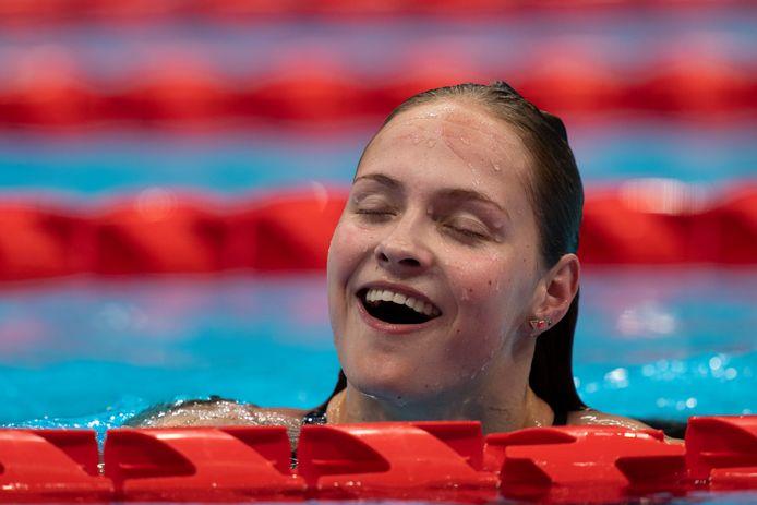 De twintigjarige zwemster Chantalle Zijderveld uit Zwijndrecht straalt van geluk na haar gouden race op de 100 meter schoolslag.