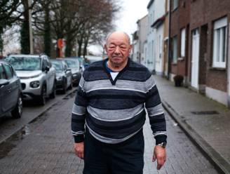 """Alex (74) wacht al maanden op parkeerplaats voor gehandicapten: """"Ik moet mijn auto verder zetten dan ik kan stappen"""""""