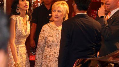 VIDEO. Hillary Clinton danst de benen van haar lijf op Indisch trouwfeest