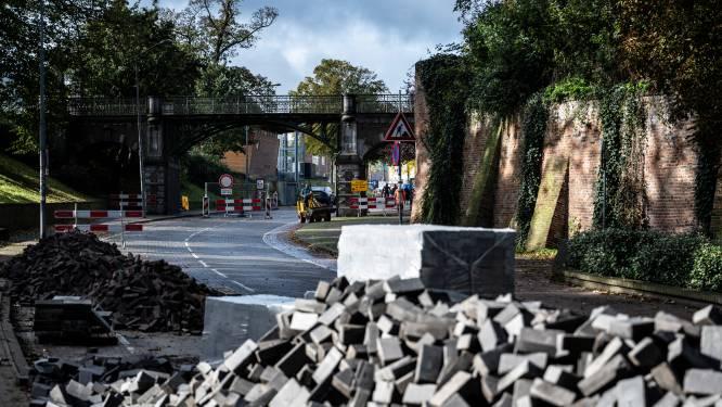 Verkeer heeft nog tot half december last van werkzaamheden rond Kelfkensbos, want de stenen zijn er niet