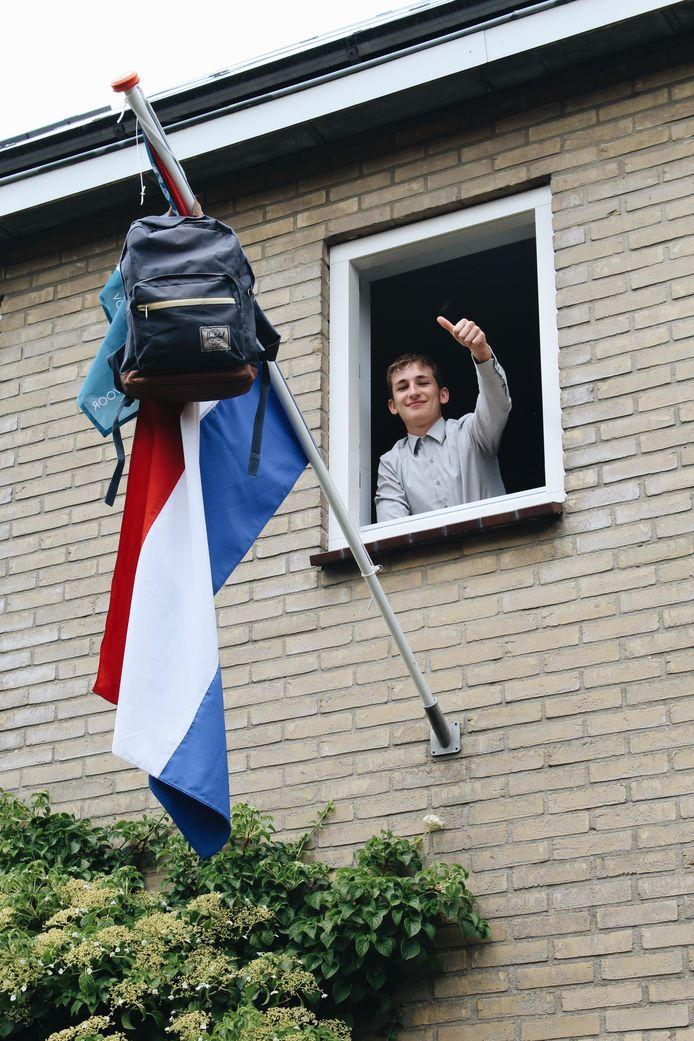 Mart Schrijer mag binnenkort op Almere College zijn handtekening zetten onder zijn mavo-diploma.