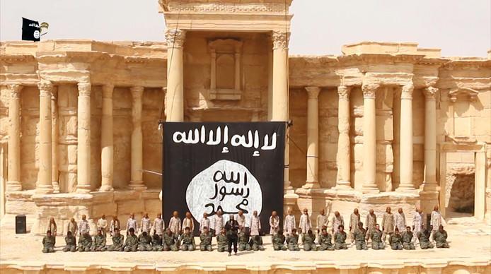 Palmyra was ook het toneel van massale executies door Islamitische Staat, waarbij regeringstroepen voor het oog van de camera werden gedood.