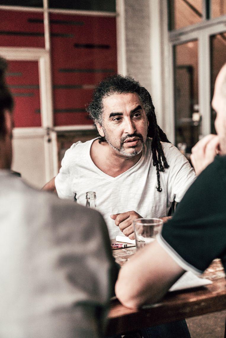 Chokri Ben Chikha: 'Als kunstenaar met migratieachtergrond ben je verdacht. Overal zien mensen een verborgen agenda.' Beeld Thomas Sweertvaegher