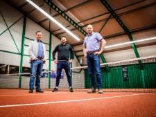 Drie vrienden toveren tennisbaan om tot padelcentrum: 'Straks de grootste van Zuid-Holland'