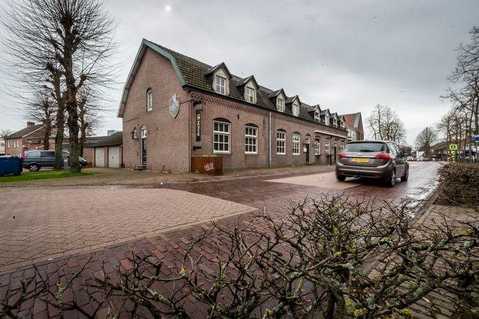 De plek aan de Dorpsstraat waar de Huiskamer van Bakel moet komen.