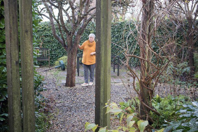 Els Hubert kan alle kanten op in haar tuin.