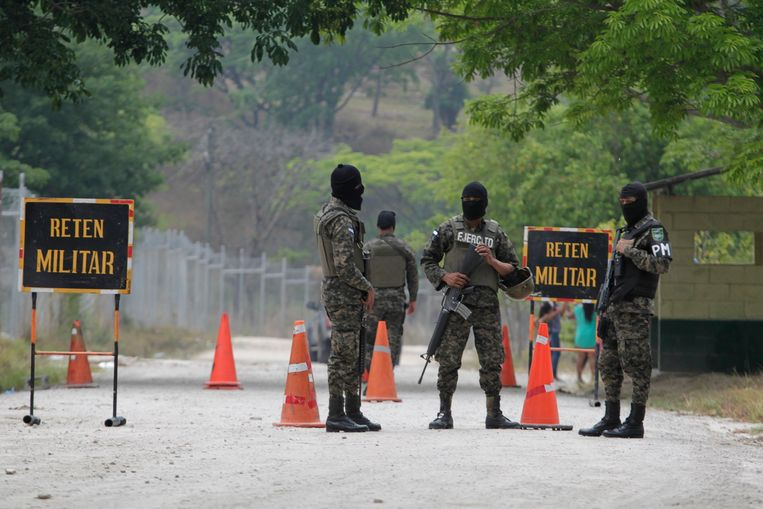 Illustratiebeeld. Mexicaanse militairen houden de wacht.