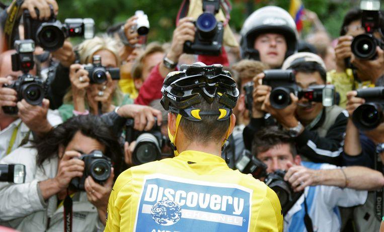 Lance Armstrong is wereldnieuws na het behalen van zijn zevende Tour, in 2005. Beeld IMAGEGLOBE