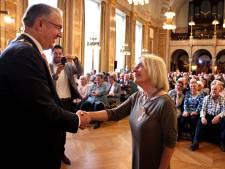 Arts Mieke totaal overdonderd door lintje: 'Ik dacht dat we champagne gingen drinken'