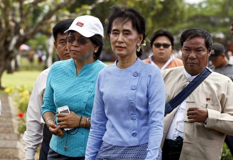 Aung San Suu Kyi (in het midden) zwijgt over de vluchtelingencrisis. Beeld EPA