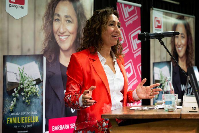 Presentatie van het boek Familiegeluk van auteur Barbara Sevenstern.