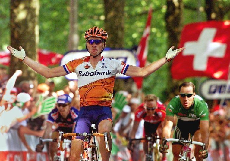 Dekker wint een van zijn drie etappes in 2000. Beeld afp