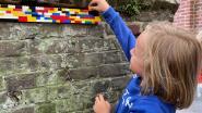 """Kindjes vullen oud Beernems schoolmuurtje met Lego-blokjes: """"Zo willen we aandacht vragen voor dit stukje erfgoed"""""""