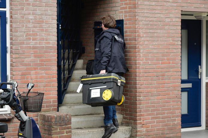 Politie valt meerdere huizen binnen in wijk Haagpoort Breda.