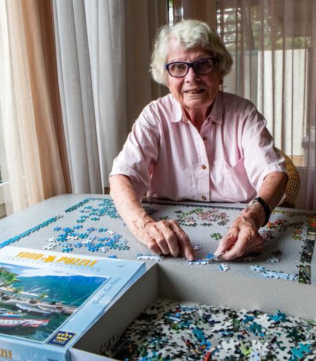 Na een leven vol avonturen en omzwervingen heeft puzzelvrijwilligster Nora Averes (88) in Deventer haar plek gevonden